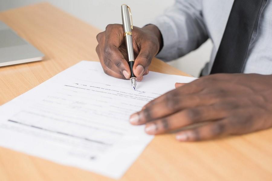 Personne qui signe un contrat